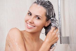 Come fare lo shampoo: le regole e i consigli per lavarli nel modo giusto