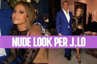 Mini-abito trasparente e senza intimo: così Jennifer Lopez festeggia i 48 anni