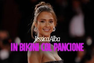 Jessica Alba incinta in bikini: l'attrice rivela per la prima volta il pancino