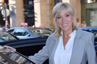 Brigitte Macron, la première dame più fashion, in prima fila alle sfilate di Parigi