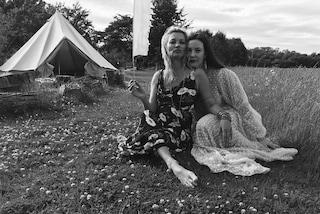 "Liv Tyler festeggia i 40 anni, Kate Moss ""rovina"" il video postato sui social"