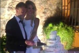 Il matrimonio di Melory Blasi: per il taglio della torta sfoggia un secondo abito bianco