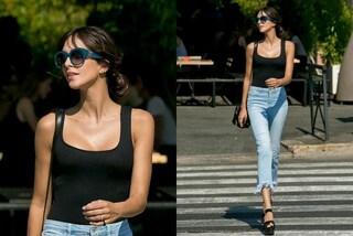 Top aderente, jeans sfrangiati, occhiali da diva: il look estivo di Rocio Munoz Morales
