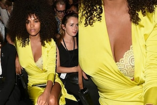 Incidente hot per Tina Kunakey: la scollatura del vestito si apre alle sfilate parigine