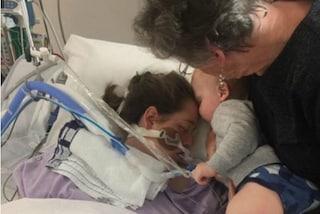 L'ultimo bacio prima di morire: così il bimbo dà l'addio alla sua mamma