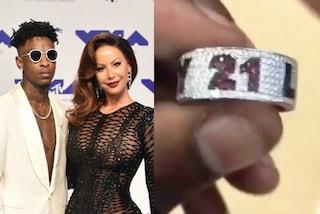 Amber Rose ribalta le regole, è lei a regalare l'anello di brillanti al fidanzato