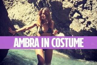 Ambra Angiolini mamma in bikini, bella perché naturale
