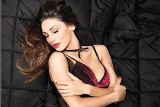 Anna Tatangelo in versione hot: la cantante posa con indosso lingerie sexy