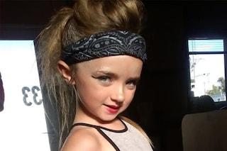 Ha 7 anni e si trucca come una 20enne: la mamma spende centinaia di sterline in cosmetici