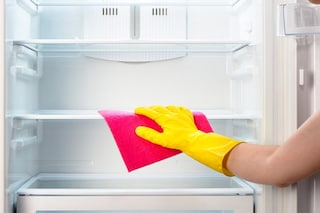 Come sbrinare e pulire il frigo in modo facile e veloce