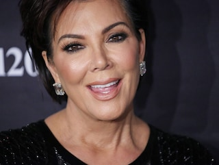Kris Jenner e gli Spanx in vista: anche lei indossa l'intimo modellante