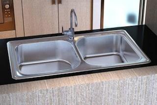 I rubinetti in acciaio inox potrebbero aumentare il rischio legionellosi: ecco perché