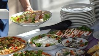 Come mangiare sano in vacanza: i consigli per restare in forma senza troppe rinunce