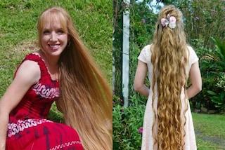 Usa olio di cocco e acqua fredda per lo shampoo, Andrea ha i capelli lunghi più di 162 cm