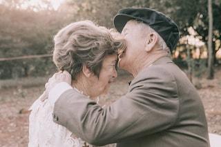 Si sposano per la seconda volta dopo 60 anni: ora i nonnini hanno il loro album di nozze