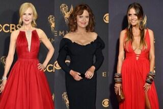 Tutte in rosso e con la maxi scollatura: i look delle star agli Emmy Awards 2017
