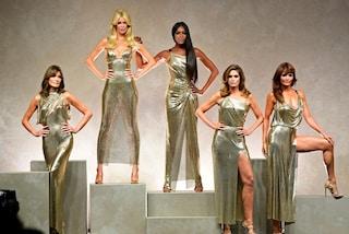 Versace, la collezione tributo: in passerella le top degli anni '90 dalla Schiffer a Naomi