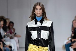 L'antieroina di Calvin Klein: in passerella debutta Kaia Gerber