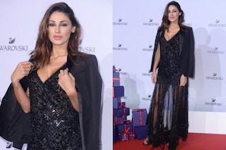 Anna Tatangelo sexy sul red carpet: la cantante sceglie un abito dalle trasparenze audaci