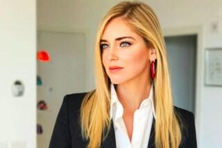 Chiara Ferragni cambia stile per le sfilate milanesi: la blogger punta sull'extra liscio