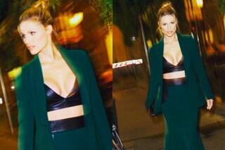 Maxi scollo e pancia in mostra: Michelle Hunziker con un top di pelle al party milanese
