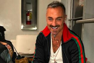 Cambio di stile per Gianluca Vacchi: capelli blu e barba rasata