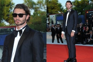 Papillon e occhiali da sole: Stefano De Martino in versione red carpet