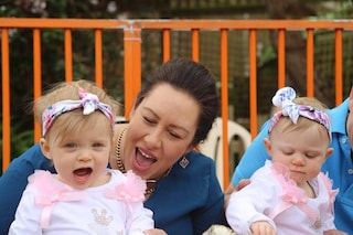 Ecco come questa neonata ha salvato la gemella nata con un soffio al cuore
