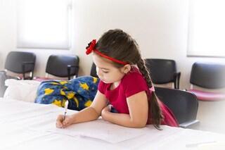 Gli alunni con mamme lavoratrici sono più bravi a scuola: ecco perché