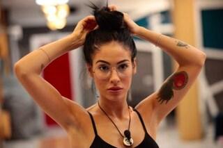 Giulia De Lellis in versione intellettuale: al GF Vip indossa gli occhiali da vista
