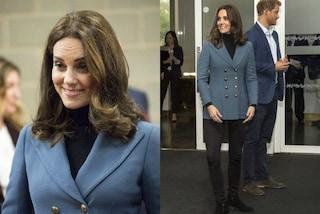 Kate Middleton nasconde il pancino con la giacca e sfoggia il nuovo taglio di capelli