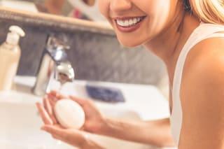 Sapone allo zolfo: proprietà e benefici per una pelle sana e libera da impurità