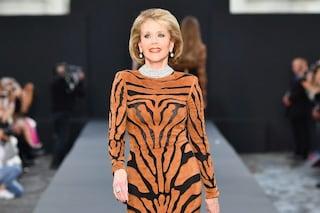 Jane Fonda modella a quasi 80 anni: l'attrice è la più bella in passerella