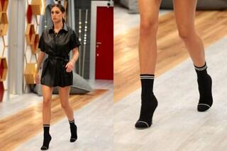 Cecilia Rodriguez e le scarpe-calzino per l'incontro con Belén nella casa del GF Vip