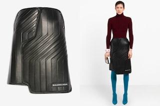 Sembra un tappetino da auto: la gonna Balenciaga da quasi 2mila euro presa di mira sul web