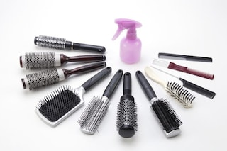 Come pulire le spazzole per capelli: rimedi e consigli per igienizzarle al meglio