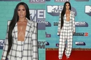 Demi Lovato, agli Mtv EMA's 2017 la svolta sexy della cantate che sfila senza reggiseno