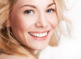 Denti bianchi: rimedi e consigli per un sorriso splendente