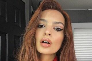 Come sto rossa? Emily Ratajkowski chiede consiglio ai fan sul cambio look