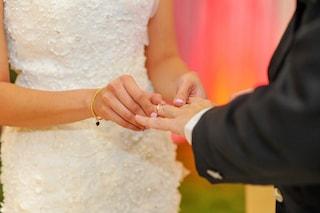 Gli uomini d'oggi sognano il matrimonio più delle donne: ecco perché