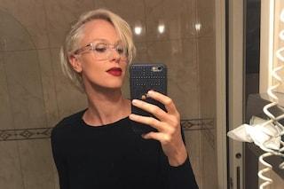 Il nuovo look di Federica Pellegrini: dice addio ai capelli biondi e passa al bianco
