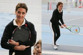Kate Middleton in versione sportiva: la principessa indossa la tuta e gioca a tennis