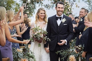 Kate Upton sposa: trasparenze sexy e bouquet di fiori di pesco per il matrimonio