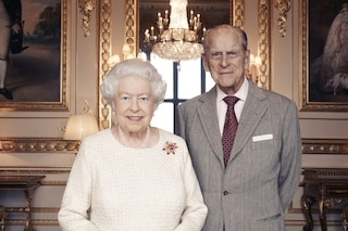 Elisabetta II celebra le nozze di platino: ecco la storia dell'abito da sposa della regina