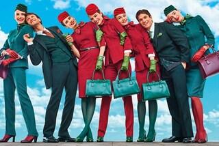 Addio alle divise tanto criticate: le hostess Alitalia vestiranno Alberta Ferretti