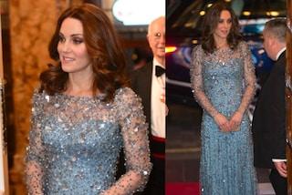 """Kate Middleton in versione Elsa di """"Frozen"""": l'abito scintillante le illumina il pancino"""