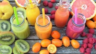 Dai succhi di frutta agli yogurt: i 7 cibi spazzatura che vengono spacciati per superfood