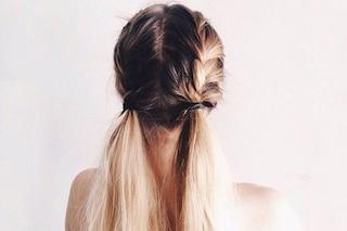 Sono tornati i codini: la tendenza capelli dell'inverno che arriva dagli anni '90