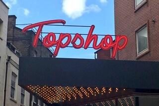 """Topshop, arrivano i camerini """"senza genere"""": basta distinzione tra uomini e donne"""
