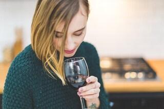 Bere alcolici ogni giorno potrebbe danneggiare il cervello femminile: ecco perché
